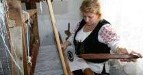 Cristina Niculescu este singura din ţară care mai ţese borangic